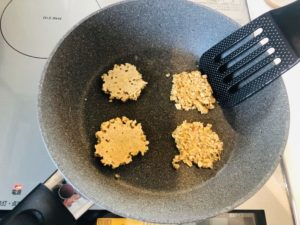 フライパンで焼くオートミールクッキー